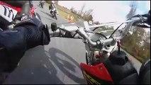 WTF??? Motociclista fica Preso ao Guiador da mota do amigo!