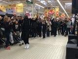 Maître Gims improvise un concert dans un Carrefour à Nantes !