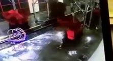 Le manager d'un car wash pris au piège d'un rouleau
