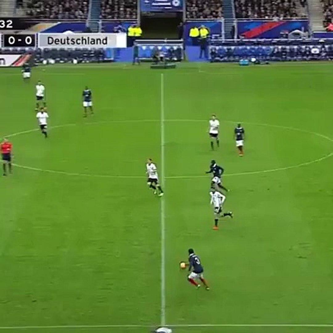 Filmagens do jogo de futebol França - Alemanha, em Paris , onde 3 explosões ocorreram incluindo 2 at