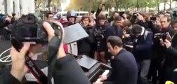 Parigi - 14-11-2015 Davide Martello davanti al Bataclan rende omaggio alle vittime del terrorismo islamico