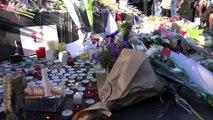Place de la République, des bougies, des fleurs... et le silence