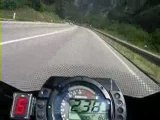 Zx10r  A donf sur une route de montagne