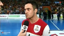 Falcao (futsal) lose his mind and spits a fan during futsal game