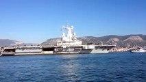 """Le """"Charles de Gaulle"""" largue les amarres et quitte Toulon"""