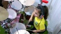 Une petite fille reprend du System Of A Down à la batterie : Toxicity