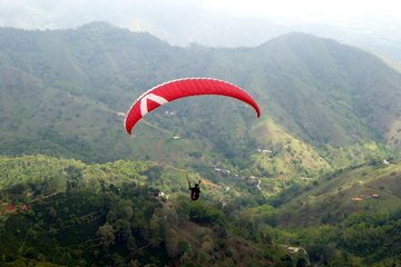 Paragliding in Roldanillo
