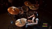 Une fillette de 5 ans joue du System Of A Down à la batterie - Chop Suey