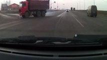 Accident de camion - Collision entre un camion et une voiture