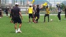 Com gritos de 'acabou o caô', Bota faz treino recheado de gols