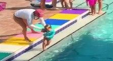 Une maître nageuse au comportement choquant envers un bébé
