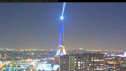 Paris - Tour Eiffel avec le drapeau Français  - Eiffel tower with french flag