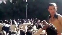 طلاب مدرسه الكويت بصنعاء يرشقون محمد علي الحوثي بالحجارة ويرددون النشيد الوطني