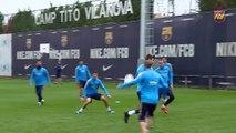 Samuels y Arroyo visitan el entrenamiento del FC Barcelona