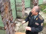 Russian Ex-Spetsnaz throwing two knives at once.. Don't mess with this guy!