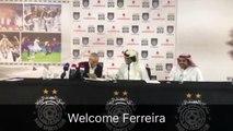 المدرب فيريرا اثناء توقيع العقد مع نادي السد القطري
