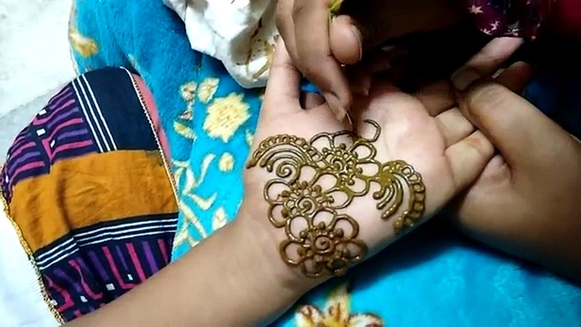 Beautiful And Easy Simple Mehndi Design For Girls Hand