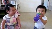 Enfants de rire contagieux. Enfants drôles rire