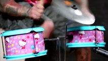 Mike Portnoy joue sur une batterie Hello Kitty
