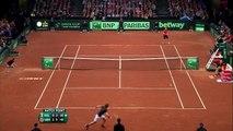 Andy Murray met une balle de folie pour gagner son match