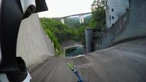 Descendre un barrage de 60 mètres à vélo
