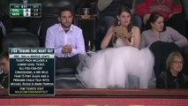Une mariée en robe fan de NHL mange un burger dans les tribune pendant un match de Hockey... Insolite
