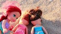 ARIEL SAVES MERMAID SISTERS! Disney Princess Ariel Saves her sisters beach toy story doll video