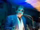 Thierry Chante Aime moi Claude barzotti version perso avec cette voix ça fait , casse toi !
