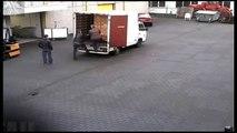 Gros fail en déchargeant un camion de bières