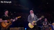 Les Eagles of Death Metal enflamment le concert de U2 à Bercy