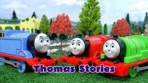 Thomas et ses Amis les Jouets des Histoires de plaisanteries de la Course des Accidents et des Sauvetages | Disney Cars et Avengers