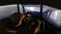 Un pilote de rallye joue à DiRT Rally sur un simulateur !!