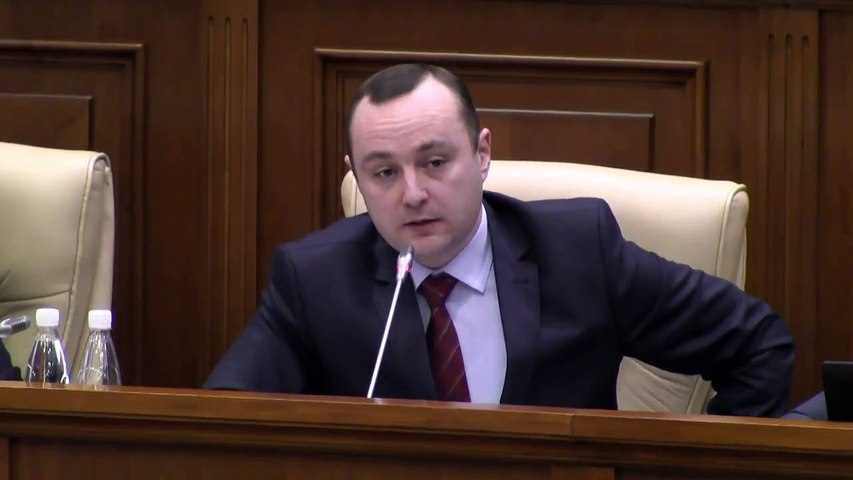 Deputatul PSRM, Vlad Batrîncea, rupe harta României...
