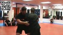Lutteur poids lourd vs Artiste martial poids plume