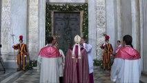 Papa Francesco apre la Porta Santa di San Giovanni in Laterano hd