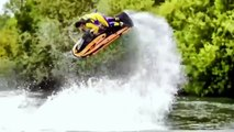 Las piruetas más asombrosas con una moto de agua