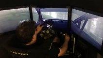 Ce pilote de Rallye pro joue à DIRT Rally sur un simulateur et bat le record du jeu !