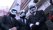 """En Jedi ou en Vador, les fans de """"Star Wars"""" sur le pied de guerre depuis l'aurore"""