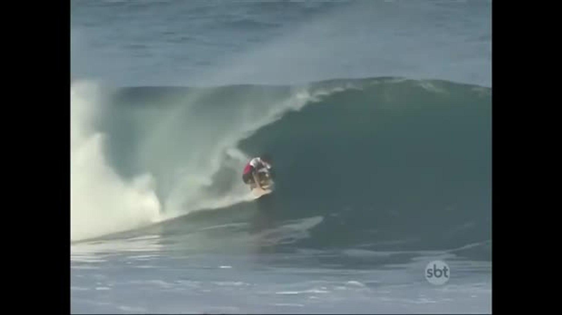 Medina e Adriano de Souza seguem na disputa pelo título mundial de surfe