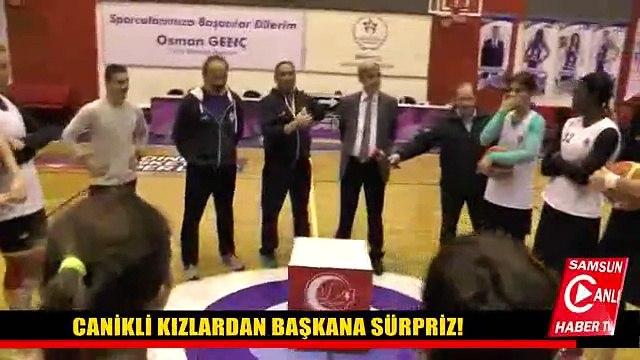 CANİKLİ KIZLARDAN BAŞKANA SÜRPRİZ!