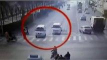 Voitures de Léviter en Chine VIDÉO COMPLÈTE de la Chine de la lévitation des voitures de voitures de lévitation Bizarre Acci