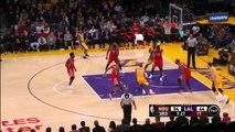 Kobe Bryant met un Dunk énorme et ridiculise Clint Capela! NBA
