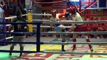 Maxime Musqua fait un combat de boxe thaï