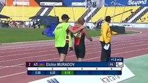 Un athlète aveugle rate son saut en longueur