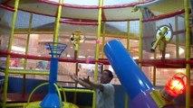Aire de JEUX AMUSANT dIntérieur de terrain de jeu dAmusement en Famille Aire de jeux pour Enfants TOBOGGANS GÉANTS, les Enfants Jouent