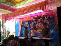 Học sinh hát đám cưới tặng thầy giáo