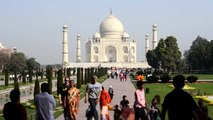 TAJ MAHAL : Most Visited Tourist Places in India