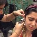 لڑکیاں اپنا کان کیسے سلواتی ہیں، سب کچھ دیکھیں اس ویڈیو میں