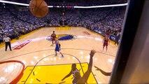 Le regard noir de Lebron James à une fan de Golden State qui se moquait de lui - Cleveland Cavaliers vs. Golden State Warriors