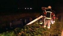 Brandweer haalt auto uit de sloot in Musselkanaal - RTV Noord